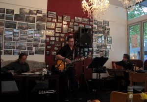 Trio-Sounds: Oh Sun! ohne Schlagzeug im Café Konsumreform.