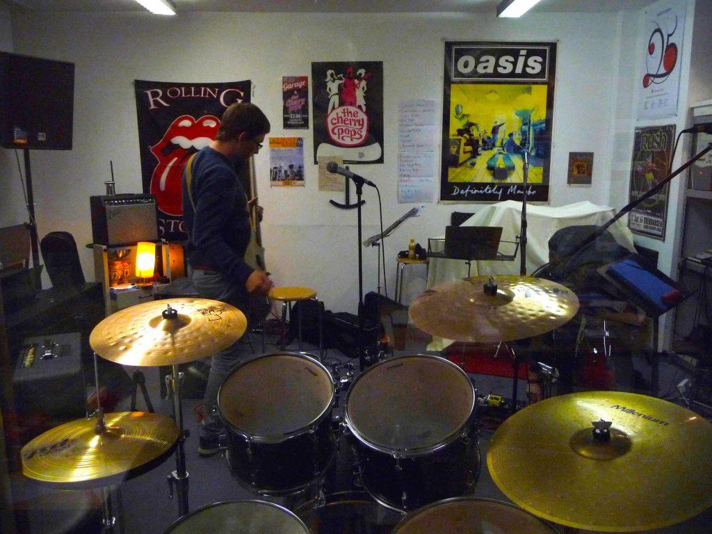 Aufnahme im Proberaum: Bassist Jan war diesmal leider nicht dabei – dafür ist er auf diesem Foto.