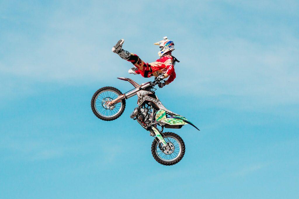 Öfter mal was Neues: Motorradfahren muss nicht immer gleich aussehen – Songs müssen sich nicht immer gleich anhören. Foto: Pixabay